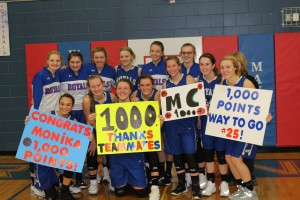Monika Czinano poses for a picture with her teammates after scoring her 1,000th career point.